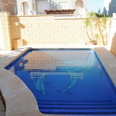 Villa all on one floor with pool ready to move in
