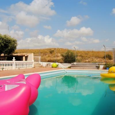 Precioso chalet independiente con piscina en alquiler