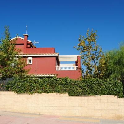 Villa avec grand terrain et sous-sol à Montecid