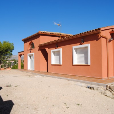 Chalet independiente con parcela y piscina privada en Busot