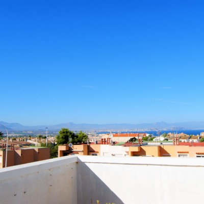 Large corner duplex with sea views in Gran Alacant