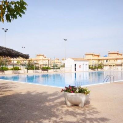 Dúplex en alquiler en Urb. con piscina y parking