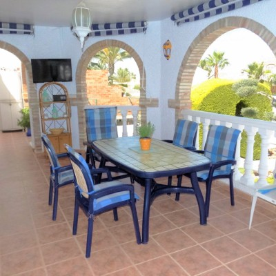 Detached villa with garage, basement and pool in Gran Alacant