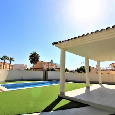 Chalet de lujo con piscina privada en Gran Alacant