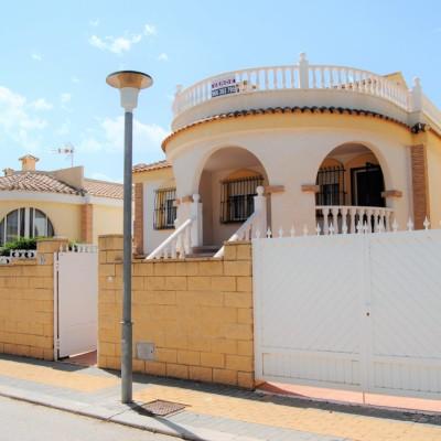 Detached villa with large plot in Montecid