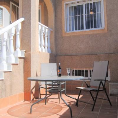 Corner bungalow with seaview in Montecid