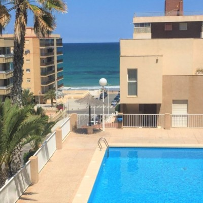 Ground floor with large terrace 100 m from the beach in Arenales del Sol